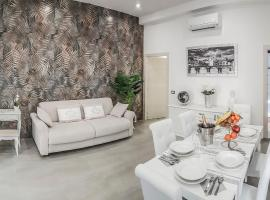 NEW MOON LUXURY APARTMENT, hotel in Lido di Ostia