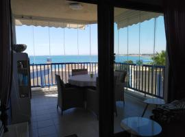 Lovely appartment with stunning sea view, 2nd floor, hotel en Orihuela Costa