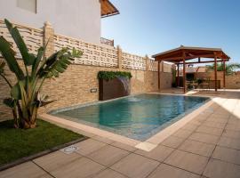 Villa, Private heated pool and jacuzzi ., hotel in Maspalomas