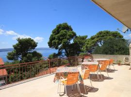 Apartments and rooms with parking space Brela, Makarska - 2717, hotel in Brela