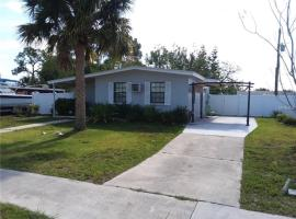 Warm Mineral Springs, room in North Port