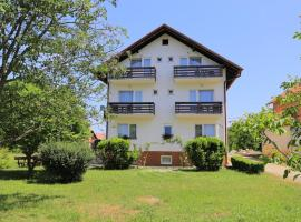 Rooms with a parking space Grabovac, Plitvice - 17419, hotel in Rakovica