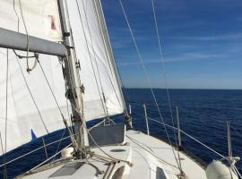 Un coin de paradis pour 2 adultes, boat in Porquerolles