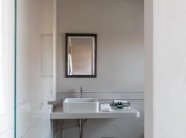 Suites Menaggio, apartment in Menaggio