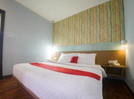 RedDoorz Plus @ Celaket, hotel near Abdul Rachman Saleh Airport - MLG, Malang
