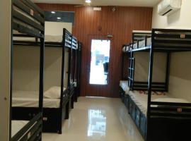 BHAGIRATH Guest House - Dormitory – hotel w pobliżu miejsca Muzeum Centralne w Nagpurze w mieście Nagpur