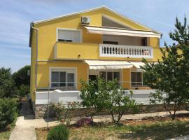 Apartments with a parking space Bozava, Dugi otok - 8108, budget hotel in Božava