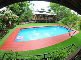 Sawasdeepai River Resort, guest house in Pai
