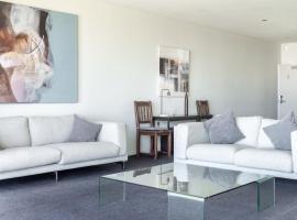 Mullaloo Beach Hotels & Apartments, hotel in Perth