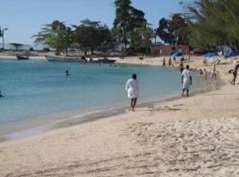 MoBay Las Palmas, villa in Montego Bay