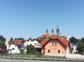 Penzion a restaurace U Strnada, ubytování v destinaci Klatovy