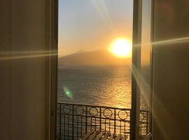 Lux, beach hotel in Naples