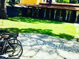 Villa Giulio Cesare-locazione turistica, hotel in Fregene