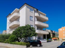Apartment Neva no.1, hotel in Split