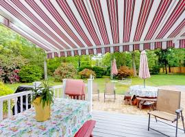 Family Beach Retreat, holiday home in East Falmouth