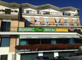 Hotel Pina Ristorante, hotel near Campo Imperatore, Isola del Gran Sasso d'Italia
