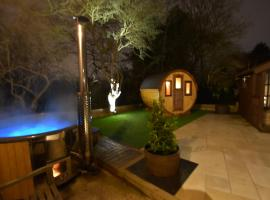 Oak tree stables cottage, hotel with jacuzzis in Birmingham