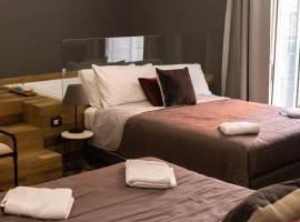 Tredici Boutique Rooms, guest house in Naples