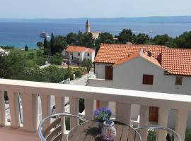 Liliana Bol Apartment with Wonderful Sea View Near the Beaches, hotel in Bol