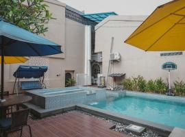 RedDoorz Plus @ Tanjung Karang Lampung 2, guest house in Bandar Lampung