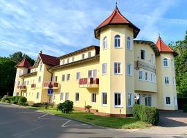 Hotel Dünenschloss, hotel near Wolin National Park, Karlshagen