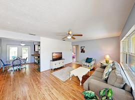New Listing! Peacock Place 2Br/1Ba, Sleeps 4 Home, vacation rental in Clearwater