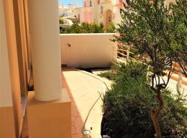 Quinta da Encosta Velha, hotel cerca de Campo de golf Parque da Floresta, Budens