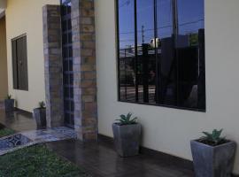 Casa Alamanda - Alojamiento, Bar & Coworking, hotel in Ciudad del Este