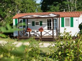 Mobile Homes Dvor, hotel near Glavani Park, Manjadvorci