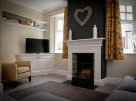 2 bedroom Stamford home with parking, accommodation in Stamford