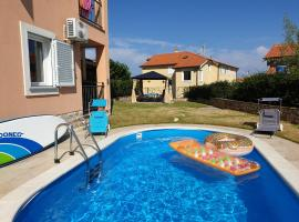 Apartment mit Pool & Garten in Soline, Insel Krk, hotel in Soline