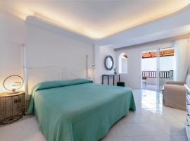Hotel La Bisaccia, hotel in Baja Sardinia