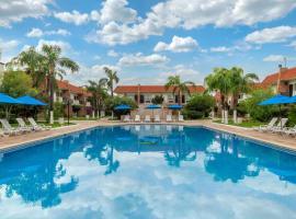 Quality Inn Nuevo Laredo, hotel con piscina en Nuevo Laredo