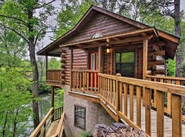 River Rush- Cozy Riverfront Cabin 5 Mi to Pigeon Forge, villa in Sevierville