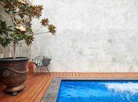 Luxury on Vincent, guest house in Perth