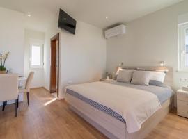 Studio apartman Rosa, budget hotel in Zaton