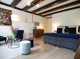 1637: Historic Canal View Suites, B&B in Amsterdam