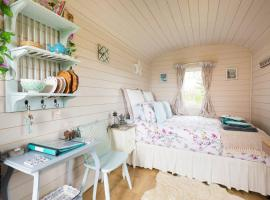 Letsaway - Elsie, Shepherds Hut, Durham Farm, luxury tent in Moreton in Marsh