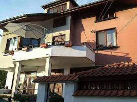 Guest House Ganovi, hotel in Kalofer