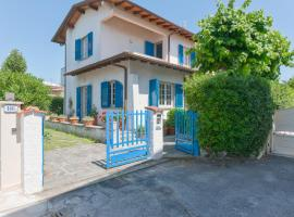 Maureen's beach house, holiday home in Forte dei Marmi