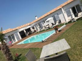 Clos des marais, guest house in Loix