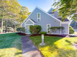 Ocean Edge Retreat, holiday home in Brewster