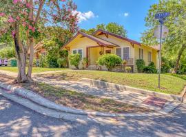 Mahncke Park Bungalow, villa in San Antonio