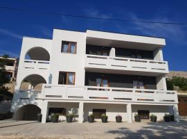 Apartment Spomax, budget hotel in Pag