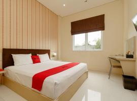 RedDoorz Plus near Sangkareang Park, hotel in Mataram