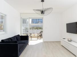 Luxury Duplex Penthouse - Parking/Terrace City Center TLV, מלון בתל אביב