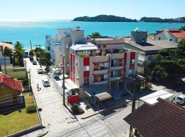 Apartamento - 30mts Praia Central - Frente Avenida, hotel in Bombinhas
