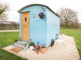 Cotswold Shepherd Huts at Durhams Farm, Ronald, campground in Moreton in Marsh