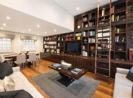 Spectacular Knightsbridge House Harrods 1 minute, vacation home in London
