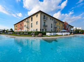 Hotel Parchi Del Garda, ξενοδοχείο στη Λατζίζε